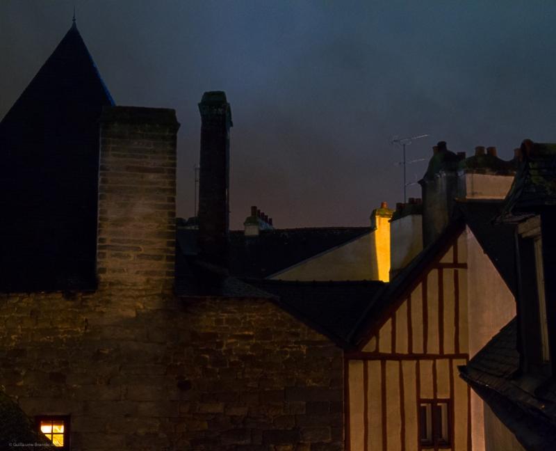 Colombage rouge à la lueur du soir Vannes, 1er novembre 2013
