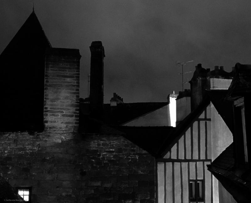 Colombage rouge à la lueur du soir, variation Vannes, 1er novembre 2013
