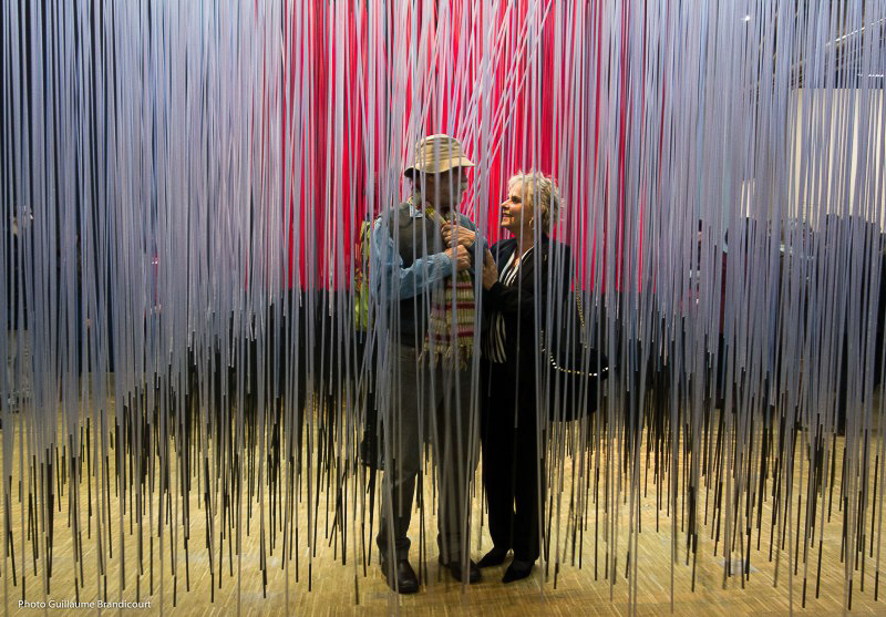 Deux @ Expo Soto - Centre Pompidou - Photo GB Cube pénétrable, 1996. Cadre aluminium laqué, tiges de résine. Dation, 2011.