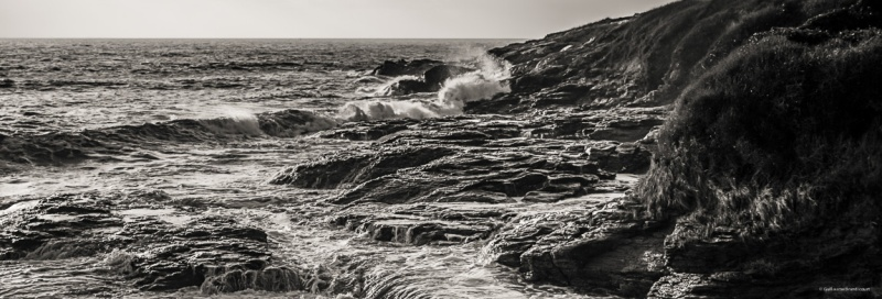 La terre luttant contre l'Océan entre 2 tempêtes