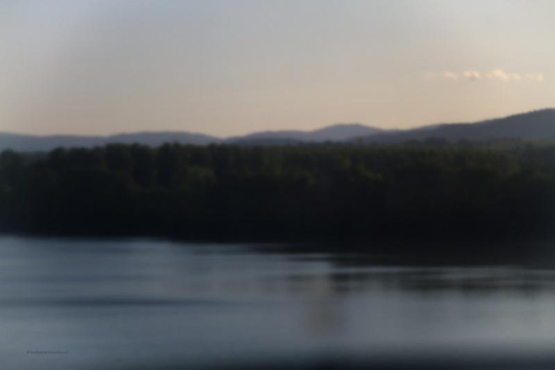 Esprit voguant sur une eau calme en train, abstraction, 19 août 2013