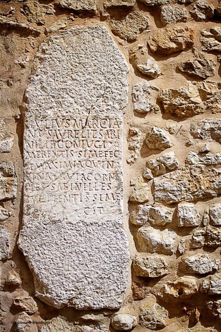 Mur de la Cathédrale de Vence, août 2013