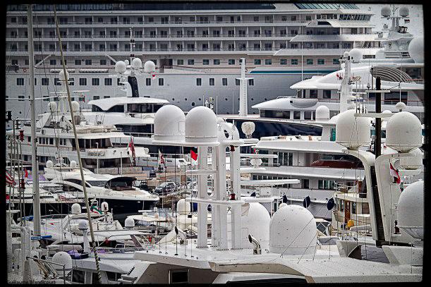 @ Monaco, août 2013 Quelle ville étrange (Même les bateaux semblent les uns sur les autres)
