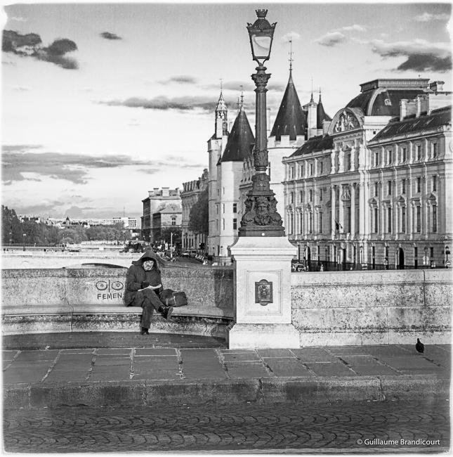 Le lecteur à la lumière du couchant Paris
