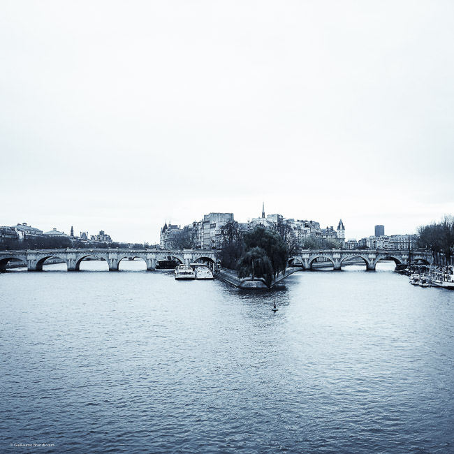 Le jour d'après (The day after) La Seine - Paris 14 novembre 2015 (c) GB (Photo phone)